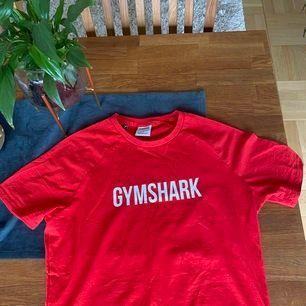 Helt oanvänd gymshark T-shirt som inte kommit till användning!