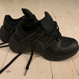 Unika skor från nakd (jag har köpt dem på plick) de var inte riktigt min stil. Storleken är normal! 200kr inkl frakt🌸