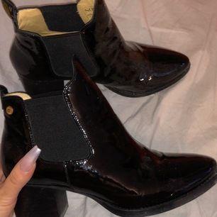 Novita boots i nyskick, äkta skinn. Nypris 2200kr säljer för 800kr inklusive frakt. Storlek 39 men passar mig som normalt har 38