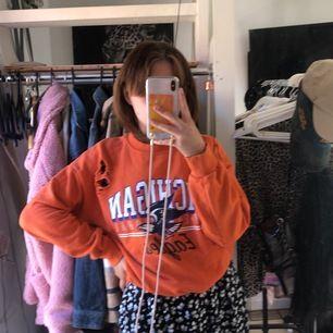 Orange hoodie , knappt använd