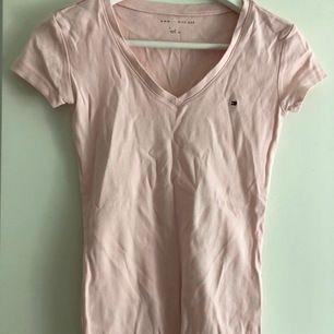 Ljusrosa t-shirt från Tommy Hilfiger(köpare står för frakt & betalning via Swish)💘