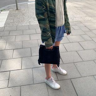 Maje väska i fint skick 💕köptes i somras för runt 2000. Möts upp i Stockholm eller fraktar ❤️❤️