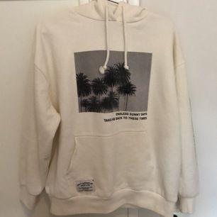 fin hoodie från pull and bear använd 1 gång, köpt för 400kr