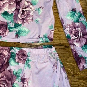 så fint set från Nicole Falcianis kollektion med Nelly.com! Passar perfekt till sommaren. Endast använd en gång. Kan mötas upp i sthlm eller frakta mot fraktkostnad 🥰