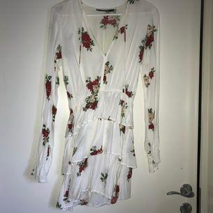 Superfin klänning från Nelly.com storlek xs
