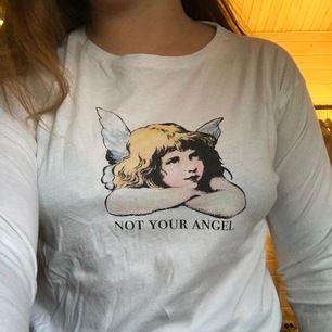 Långärmad tröja ifrån junkyard. Snyggt basic tryck (not you angel)och använd cirka 5 gånger samt är i bra skick! Frakt tillkommer 📦 😊