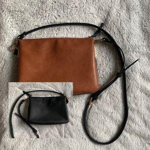 Inte riktigt läder. Väskan är köpt på Åhlens. Jättefin väska med flera fack, så den får plats med mycket. Justerbar axelband. Använd 2-3 gånger, så den är som ny! Frakt är inkluderad i priset.