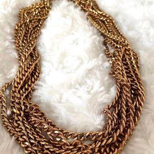 Halsband från H&M nypris 99kr säljer för 25kr, köparen står för frakten