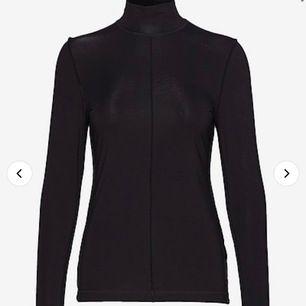 Aldrig använd Ganni-tröja. Storlek 36, bild lånad. Nypris 1049 kr. Skickar gärna bilder vid förfrågan. 500 kr eller högst budande, köparen betalar för frakten.