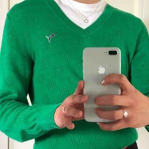 Superfin grön puma tröja i toppen skick! Jätte somrig och luftig 🥺. Verkligen ett härligt plagg. Köpare står för frakt 🥰💞✨. Pris kan diskuteras!