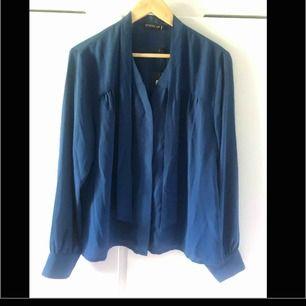 Superfin blå blus -ny med lapp på -nypris 400 -oanvänt