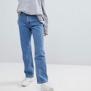 Jeans från weekday i modellen Row. Använda men i fint skick 💙