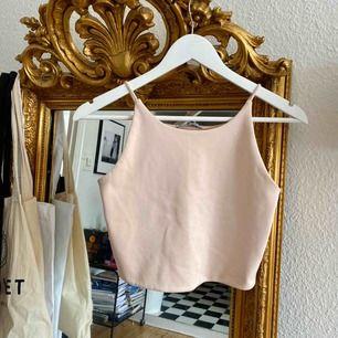 Jättefin topp från Zara som passar till allt!!! Kostymbyxor, jeans, kjolar osv🌞🌞🌞
