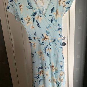 Ljusblå jätte fin klänning från gekås använd 1 gång