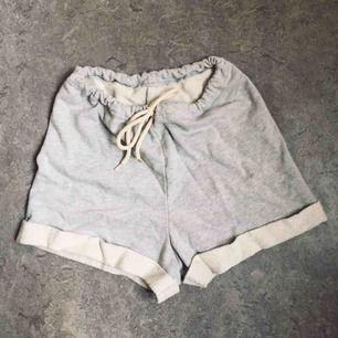 Sköna shorts med hög midja från American Apparel. Möts upp i centrala Sthlm annars tillkommer frakt 🌸