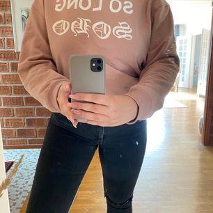 En stor och mysig laxrosa tröja från CARLINGS. Säljs pga kommer ej till användning🥺 köparen står för frakt!