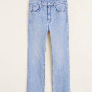 Säljer dessa perfekta mom jeansen, eftersom de tyvärr har blivit för små för mig. Köpta i Nice (Frankrike). Väldigt fina jeans i ett bra skick. Fraktpris: ca 50kr😊