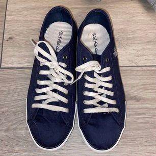 Polo skor i blå i storlek 36 hade också passat 37 eftersom jag brukar ha 37 har använt en gång frakt ingår