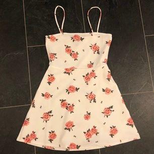 Jättefin och knappt använd klänning! Köpt från hm för drygt 1 år sen :) frakt t inkluderat