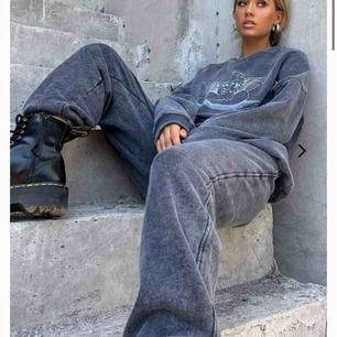 Säljer motelrocks slutsålda sett!! Xs i byxor, passar nog xxs - m beroende på hur man vill att dem ska sitta. Tröja i S ( samma där) HELT OANVÄNT