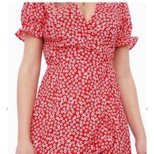 Helt ny oanvänd klänning från Chiquelle⚡️ supergullig och perfekt nu till sommaren, men inte min stil! Hör av er vid funderingar eller fler bilder!🌸 ( köpt för 499 )