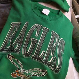 Retro grön college tröja från secondhand!  💕Fraktar eller möts upp i centrala Sthlm💕