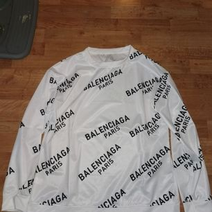 Helt ny oanvänd balenciaga sweatshirt storlek M.