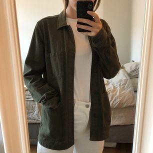 """Grön overshirt från A day's March, sparsamt använd! Nypris: 1195kr, Jackan är i """"herrmodell"""" men passar även dam S-M beroende på vilken fit man vill ha!"""