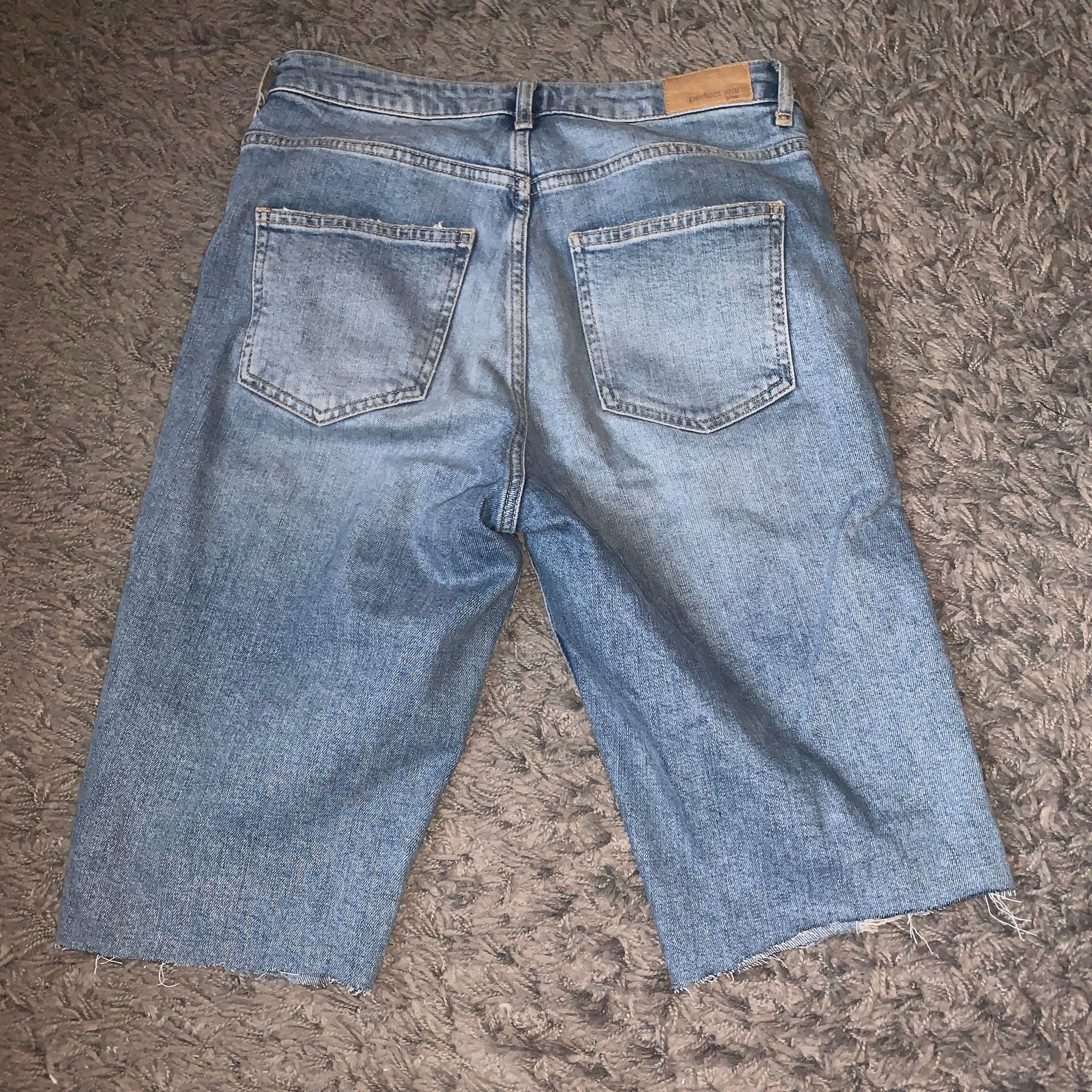 Ett par cykelbyxor i jeans material. Säljes pga för små för mig. Knappt använda.. Shorts.