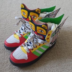 Coola sneakers, endast använda 1 gång. Storlek 39 :) möts i stockholm eller skickar med posten (frakt tillkommer)