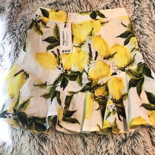Superfin kjol från boohoo i storlek 32. Enbart testad har lapparna kvar.