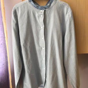 Blå-randig skjorta från Marco Polo i storlek 40, i mycket bra skick!