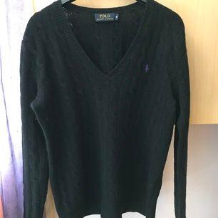 Svart ulltröja från Ralph Lauren i storlek M, i mycket bra skick!
