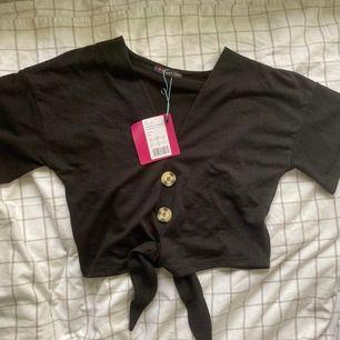 Svart tröja som är från even & odd men köpt på zalando. Helt oanvänd med lappenkvar. Har en till likadan till salu eftersom jag råkade beställa två. Original pris 180kr