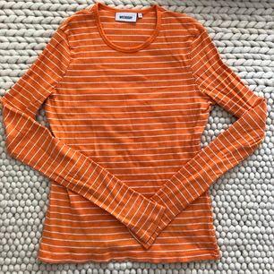 Ribbad tröja från Weekday. Näst intill oanvänd. Storlek S. Lite längre i modellen och i ärmen.