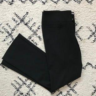 Svarta byxor från Filippa K storlek S i mycket bra skick.