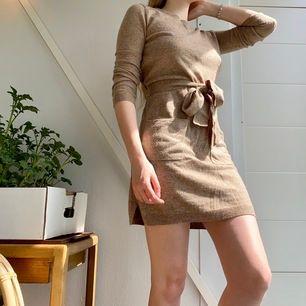 Mjuk och mysig klänning med fickor. Köpt på Primark i London. Frakt tillkommer🦔