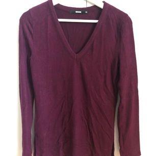Långärmad vinröd tröja från Bikbok, jätte mjukt tyg. Säljer pga att den inte används.