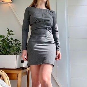 🖤Grå klänning från Gina Tricot. Använd ett fåtal gånger. Frakt tillkommer🖤