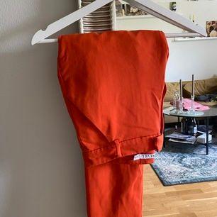 Byxor med kostym variant i skönt material, orange härlig färg från ivyrevel. Strl 38 men snarare Strl 36