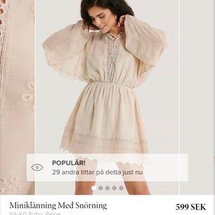 Jättefin klänning från nakd som är helt ny med prislapp kvar, ord. pris är 599kr