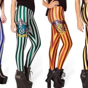 Snygga Slytherin leggings, köpta från USA. Använt ett fåtal gånger 🐍 ⚡️