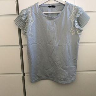 En somrig t-shirt.