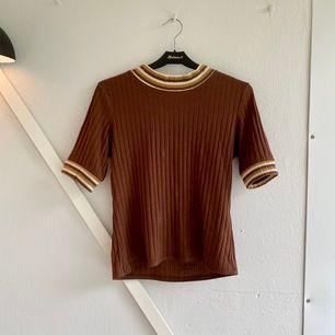 Söt tröja från Monki. Jättefin på hösten🍂 Frakt tillkommer