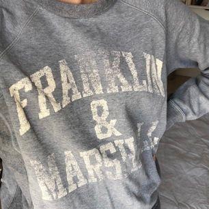 Vintage grå sweatshirt från Franklin & Marshall. Jätteskön tröja. Köparen står för fraken💗