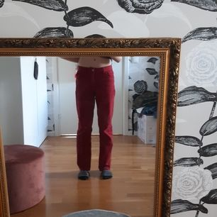 Röda jeans från stradivarus