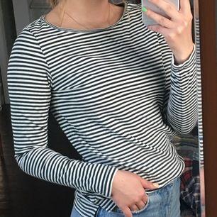 Randig, långärmad tröja, ifrån SPRIT 💞