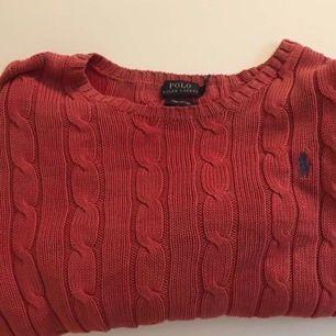 Säljer min tröja , storlek L men är som en storlek M.          kan mötas i Uppsala