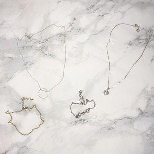 """✨✨ Halsbandet med en ring: 40kr. Halsbandet med ett hjärta: 90kr (äkta silver). Armband """"Love"""": 15kr. Guldig fotlänk: 50kr. Eller alla för 150kr. Köparen står för frakten <3"""