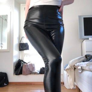 Lack byxor från boohoo. Säljer för att dom är för små för mig. Frakt betalar köparen för